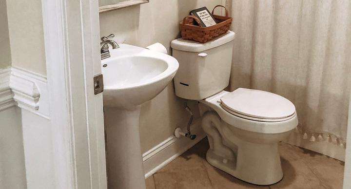 Bright, Minimalistic Spare Bathroom Design Plans &Inspiration